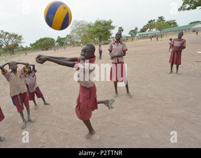 Students play volleyball in the Loreto Primary School in Rumbek, South Sudan. - Stock Photo