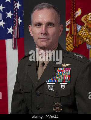 U.S. Marine Corps Lt. Gen. Gary L. Thomas, deputy commandant of Programs & Resources, takes his command portrait at the Pentagon, Washington, D.C., Aug. 8, 2016. Thomas has served in the U.S. Marine Corps for over thirty-two years. (U.S. Marine Corps photo by Lance Cpl. Paul A. Ochoa) - Stock Photo