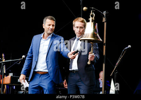 16 June 2018, Germany, Kiel: Daniel Guenther (R) of the Christian Democratic Union (CDU), Premier of Schleswig-Holstein, rings the Kieler Woche (lit. Kiel Week) bell at the traditional 'Glasen'. Presenter Gerrit Derkowski stands on the left. Until Sunday, the organisers expect up to three million visitors from all over the world at North Europe's biggest summer festival. Photo: Frank Molter/dpa - Stock Photo