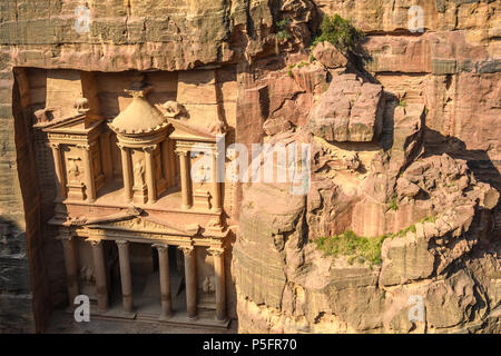 Aerial view of the Treasury in the Lost City of Petra, Jordania - Stock Photo
