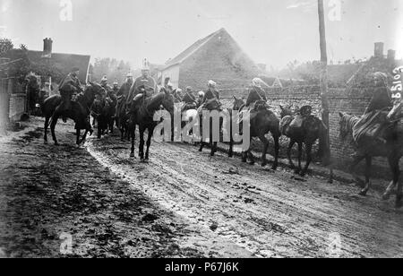 patrol of cuirassiers and Moroccan forces Ribecourt;   France;   during World War I - Stock Photo