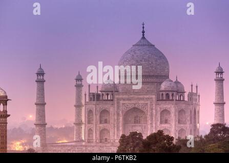 India, Uttar Pradesh, Agra, Taj Mahal (UNESCO site), on a full moon night - Stock Photo