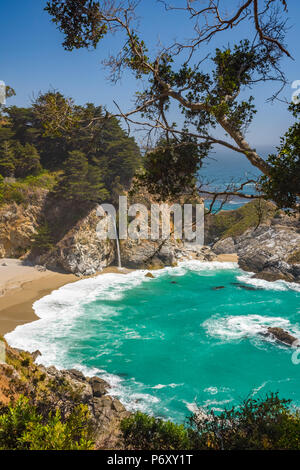 USA, California, Big Sur, Pacific Coast Highway (California State Route 1), Julia Pfeiffer Burns State Park, McWay Cove, McWay Falls - Stock Photo