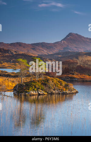 UK, Scotland, Highland, Sutherland, Lochinver, Loch Druim Suardalain, Mount Canisp - Stock Photo