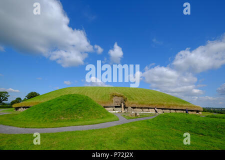 Knowth, a Neolithic passage grave, ancient monument, UNESCO of the Bru na Boinne, Drogheda, County Louth, Leinster, Republic of Ireland - Stock Photo