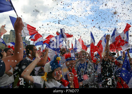 Nizhny Novgorod, Russia. 6th July, 2018. French football fans seen celebrating with their national flags.French football fans celebrate their national football team victory over uruguay during the quarterfinal match of the Russia 2018 world cup finals. Credit: Aleksey Fokin/SOPA Images/ZUMA Wire/Alamy Live News - Stock Photo