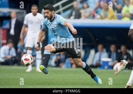 Nizhny Novgorod, Russia. 6th July 2018. Luis SUAREZ (URU) with Ball, Individual with ball, Action, Full figure, Uruguay (URU) - France (FRA) 0: 2, Quarter-finals, Game 57, on 06.07.2018 in Nizhny Novgorod; Football World Cup 2018 in Russia from 14.06. - 15.07.2018. | usage worldwide Credit: dpa picture alliance/Alamy Live News - Stock Photo