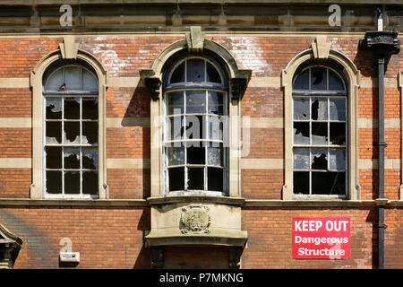 Windows in the abandoned and now Grade II listed Victorian School Board Offices (1901), Eleanor Street, Grimsby, UK. - Stock Photo