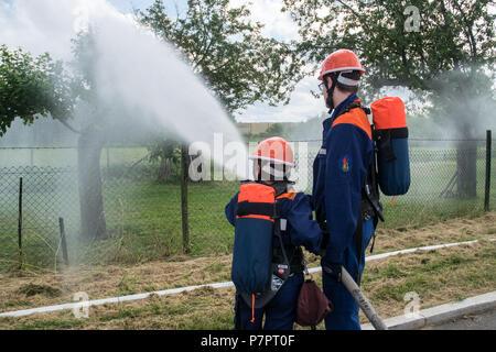 Schauübung der Jugendfeuerwehr der Freiwilligen Feuerwehr Stuttgart-Stammheim am Tag der offenen Tür, Deutschland - Stock Photo