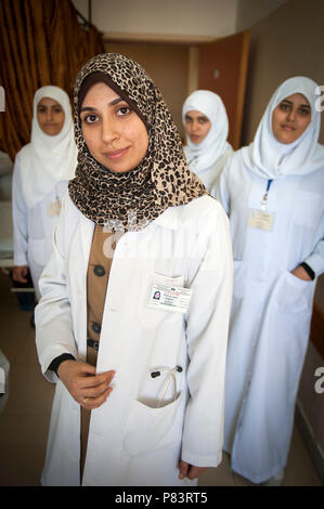 Working women in Islam Dr Yasmine Rabah Al Shorafa accompanied by nursing staff from the al Shifa Hospital, Gaza City. - Stock Photo