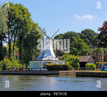 An attractive converted windmill on the banks of the River Bure on the Norfolk Broads at Horning, Norfolk, England, United Kingdom. - Stock Photo