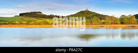 Landscape with lake, at the back Wachsenburg Castle, castle of the castle ensemble Drei Gleichen, Mühlberg, Thuringia, Germany - Stock Photo