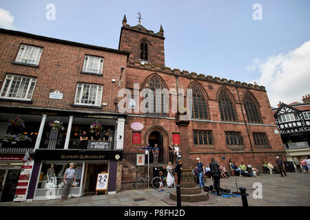 st peters church and chester high cross at chester cross on eastgate street chester cheshire england uk - Stock Photo
