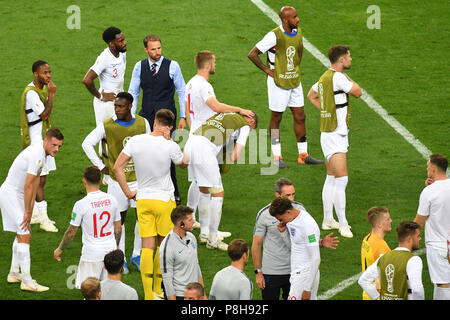 Moscow, Russia. 11th July, 2018.  Gareth SOUTHGATE (coach, ENG) with his players after game end, disappointment, frustrated, disappointed, frustratedriert, dejected, team photo, team, team, team photo. Croatia (CRO) - England (ENG) 2-1 nV Semifinals, Round of Four, Match 62 on 07/11/2018 in Moscow, Luzhniki Stadium, Football World Cup 2018 in Russia from 14.06. - 15.07.2018.   usage worldwide Credit: dpa/Alamy Live News Credit: dpa picture alliance/Alamy Live News - Stock Photo