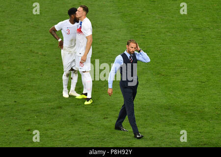 Moscow, Russia. 11th July, 2018.  Gareth SOUTHGATE (coach, ENG) after game end, hi: Danny ROSE (ENG), Phil JONES (ENG) disappointment, frustrated, disappointed, frustrated, dejected, action. Croatia (CRO) - England (ENG) 2-1 nV Semifinals, Round of Four, Match 62 on 07/11/2018 in Moscow, Luzhniki Stadium, Football World Cup 2018 in Russia from 14.06. - 15.07.2018.   usage worldwide Credit: dpa/Alamy Live News Credit: dpa picture alliance/Alamy Live News - Stock Photo
