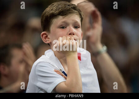 A small English fan cries bitterly, boy, child, fans, spectators, supporters, supporter, half figure, half figure, crying, Croatia (CRO) - England (ENG) 2: 1, semi-finals, game 62, on 07/11/2018 in Moscow ; Football World Cup 2018 in Russia from 14.06. - 15.07.2018. | Usage worldwide - Stock Photo