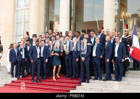 Paris, France. 16th July, 2018. French President Emmanuel Macron (C) poses for photos with the French team members at the Elysee Palace in Paris, France, on July 16, 2018. The French President Emmanuel Macron geeeted on Monday the winning French Team. Credit: Jack Chan/Xinhua/Alamy Live News - Stock Photo