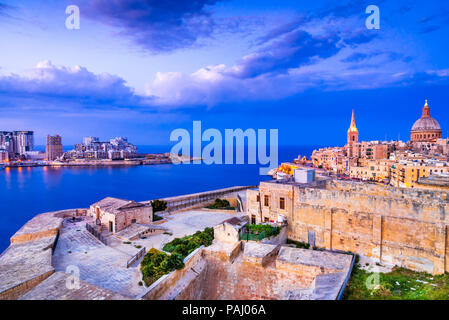 Valletta, Malta. Nightview of Marsamxmett Harbour and Silema city, Valletta. - Stock Photo