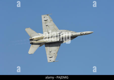 USA Navy Boeing F/A-18E Super Hornet flying-display at the Dubai AirShow 2007 - Stock Photo