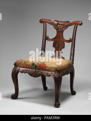 Side chair (one of a pair). Culture: British. Dimensions: Overall: 36 × 26 × 25 1/2 in. (91.4 × 66 × 64.8 cm). Date: ca. 1735-40. Museum: Metropolitan Museum of Art, New York, USA. - Stock Photo