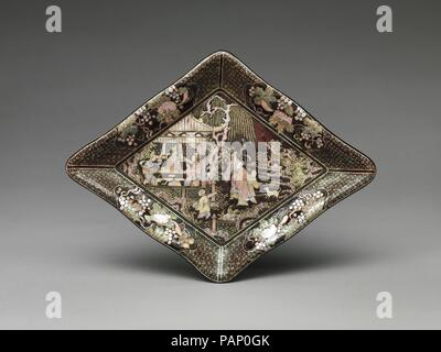 Lozenge-Shaped Dish with Garden Scene. Culture: China. Dimensions: H. 1 1/8 in. (2.9 cm); W. 8 1/2 in. (21.6 cm); L. 11 1/4 in. (28.6 cm). Date: late 16th-17th century.  The use of an extremely thin piece of shell in combination with gold and silver foil began in second half of the sixteenth century and continued until the eighteenth. The theme of literati gentlemen enjoying a garden, often found in arts of the late Ming period, included groups of stock figures such as those in the pavilion, often based on woodblock prints. Gathered here are musicians playing a mouth organ (sheng), a zither (a - Stock Photo