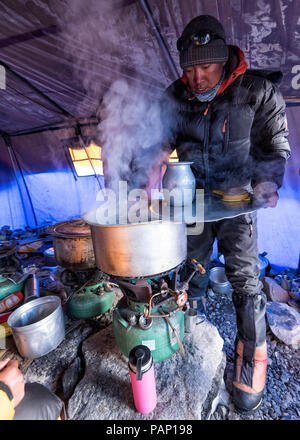 Nepal, Solo Khumbu, Everest, Sagamartha National Park, Man cooking water in tent - Stock Photo