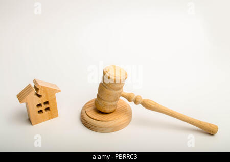 house with a cracked in the roof and a hammer of the judge. Adoption of a court decision on resettlement of residents from emergency housing. Recognit - Stock Photo