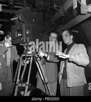 Ingmar Bergman. 1918-2007.  Swedish film director. Pictured here 1948 on the film set of the movie Night is my future together with film photographer Göran Strindberg.  Photographer: Kristoffersson/AF19-6 - Stock Photo