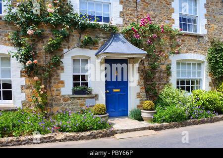 An idyllic terraced cottage in Netherbury, Dorset, UK - John Gollop - Stock Photo