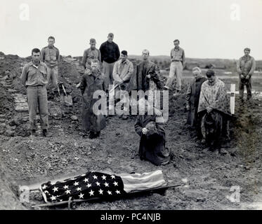 Marine colonel Francis Fenton kneels and prays at the foot of his sons flag draped body , PFC Michael Fenton who was killed in a counter attack on the road to Shuri, Okinawa - Stock Photo