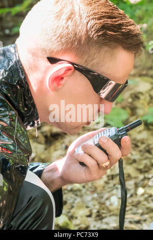 Agent talking on walkie-talkie - Stock Photo