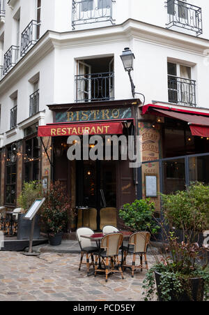 A traditional bistro in the Latin Quarter, Paris, France, Europe - Stock Photo