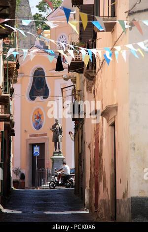 Narrow alley leading to the Piazza dei Matiri and the Santuario S. Maria delle Grazie Incoronata on Procida, Golfo di Napoli, Italy - Stock Photo