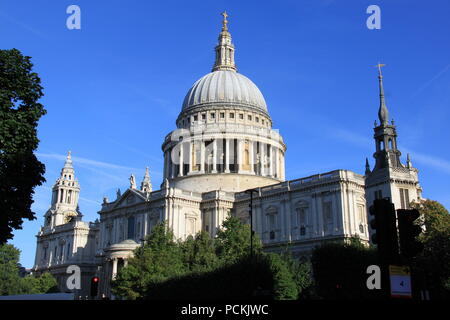 Iconic St Paul's Cathedral on Ludgate Hill, London (designed by the highly acclaimed English architect Sir Christopher Wren) UK, PETER GRANT - Stock Photo