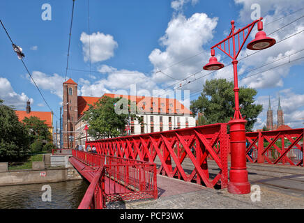 red sand bridge (sandbruecke) from the old town of Wroclaw over to sand island (sandinsel). wroclaw, breslau, lower silesia, poland, europe - Stock Photo