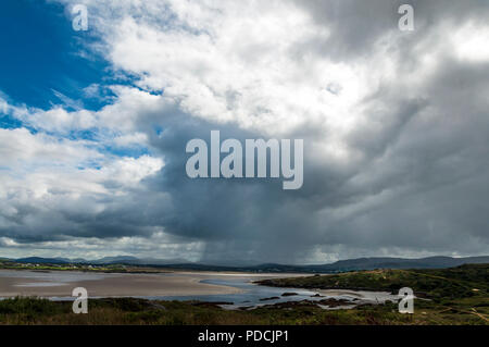 Ardara, County Donegal, Ireland weather. 9th August 2018. Rain showers move across the landscape on the north-west coast. Credit: Richard Wayman/Alamy Live News - Stock Photo