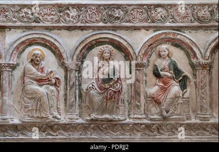 Ehem. Augustinerklosterkirche Unserer Lieben Frauen, Südliche Chorschranke um 1200/1210, Stuckrelief Maria und zwei Apostel - Stock Photo