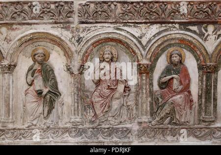Ehem. Augustinerklosterkirche Unserer Lieben Frauen, Nördliche Chorschranke um 1200/1210, Stuckrelief Christus und zwei Apostel - Stock Photo