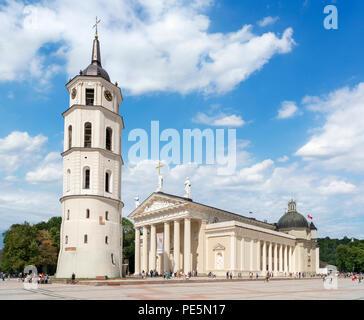 Vilnius Cathedral (Cathedral Basilica of St Stanislaus & St Ladislaus) & Cathedral Belfry, Cathedral Square (Arkikatedros Aikštė), Vilnius, Lithuania - Stock Photo