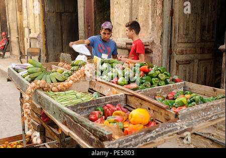Cuba: Young street-market-traders in Havanna-City. - Stock Photo
