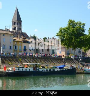 Riverside village along the Saone, France - Stock Photo