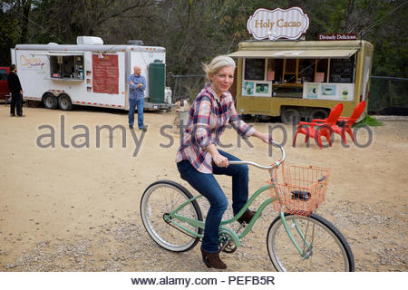 Locals and visitors patronize South Austin Trailer Park & Eatery, one of several stationary food truck stops in the city. - Stock Photo
