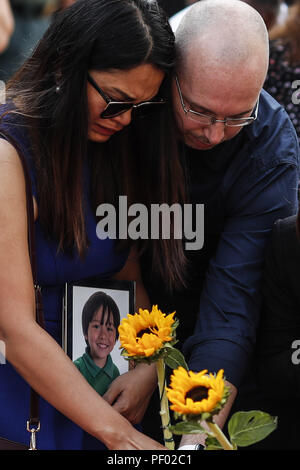 Barcelona, Catalonia, Spain. 17th Aug, 2018. Family of the Australian child Julian Cadman, who was killed during the terror attacks, look at flowers at a memorial for victims in the deadly terror attack on the city on Las Ramblas. Credit: Eric Alonso/ZUMA Wire/Alamy Live News - Stock Photo