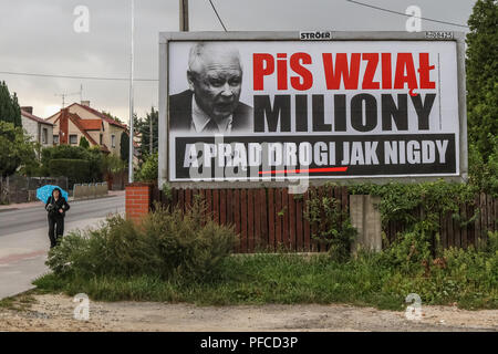 Gdansk, Poland 20th Aug. 2018 Billboard with Jaroslaw Kaczynski face and slogan ' PiS (Law and Justice) took millions, and electricity is expensive as never before ' is seen. Posters financed by the opposition parties displayed across the country refer to giant financial benefits of people connected with the government. Local elections in Poland are scheduled for October 21st. 2018 © Vadim Pacajev / Alamy Live News - Stock Photo