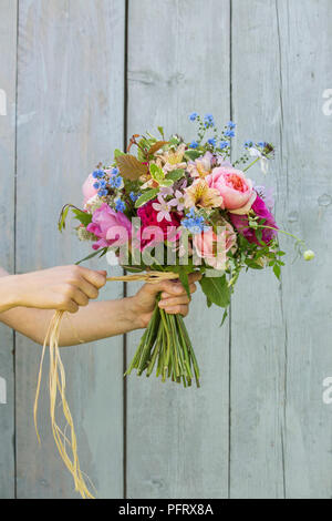How to make a hand-tied bouquet - Stock Photo