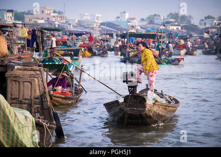 Morning activity at Cai Rang Floating Market on the Can Tho River. The market is used by wholesalers to sell to market sellers, who then sell directly to customers. - Stock Photo