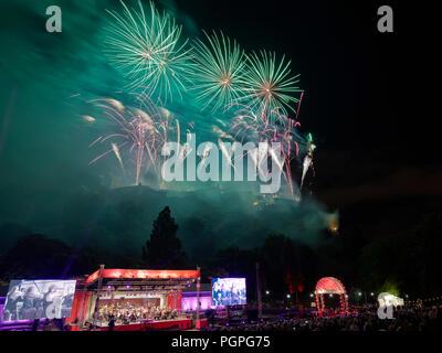 Edinburgh, UK. 27th August 2018. Virgin Money Fireworks Concert at Edinburgh International Festival  Credit: Andrew Eaton Credit: Andrew Eaton/Alamy Live News. - Stock Photo