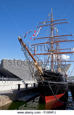 RRS Discovery, three masted ship, with V&A museum in background Dundee waterfront, Tayside, Scotland, UK - Stock Photo