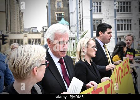 Westminster London United Kingdom - 5th September 2018 - PCS BEIS Living Wage Demo outside the Ministry Of Justice lead By John McDonnell MP. Aim to bring attention to the absence of living wage for cleaners in the Ministry of Justice. Credit: Stuart Mitchell/Alamy Live News - Stock Photo