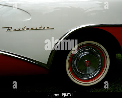 Details of american 50s cars during an exhibition in Medellín Colombia rear wheel white and red Buick Roadmaster - Stock Photo